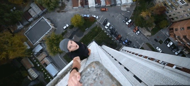 Terrifying Video of Fearless Kids Hanging from Buildings with One Hand (VIDEO)