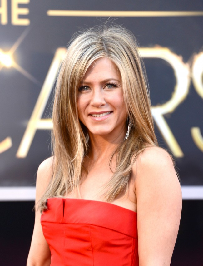 HOLLYWOOD, CA - FEBRUARY 24: Actress Jennifer Aniston arrives at the Oscars at Hollywood & Highland Center on February 24, 2013 in Hollywood, California.