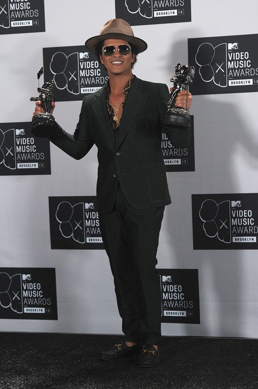 NEW YORK, NY - AUGUST 25: Bruno Mars poses with the awards for Best Choreography and Best Male Video at the 2013 MTV Video Music Awards at the Barclays Center on August 25, 2013 in the Brooklyn borough of New York City