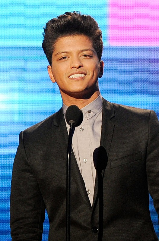 LOS ANGELES, CA - NOVEMBER 20: Singer Bruno Mars accepts Favorite Pop/Rock Male Artist award onstage at the 2011 American Music Awards held at Nokia Theatre L.A. LIVE on November 20, 2011 in Los Angeles, California