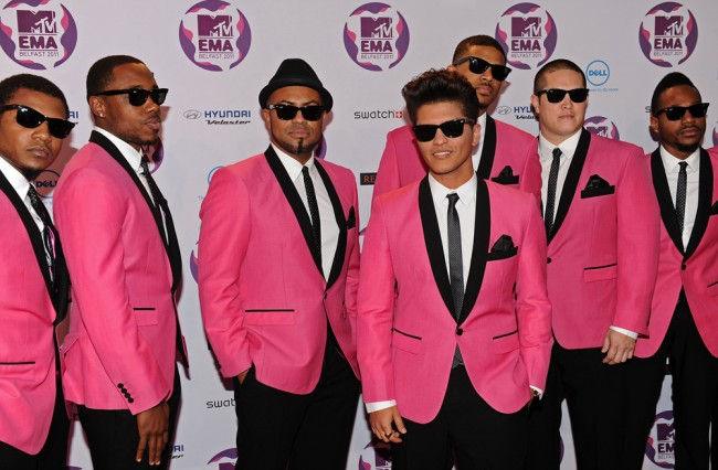 BELFAST, NORTHERN IRELAND - NOVEMBER 06: Singer Bruno Mars (4L) attends the MTV Europe Music Awards 2011 at the Odyssey Arena on November 6, 2011 in Belfast, Northern Ireland