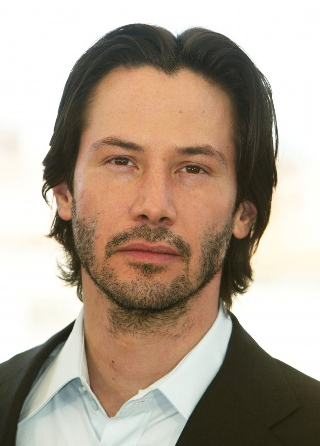 CANNES, FRANCE - MAY 15: Actor Keanu Reeves poses for the cameras during a photocall for the film 'The Matrix Reloaded' at the Palais des Festivals during the 56th International Cannes Film Festival on May 15, 2003 in Cannes, France.