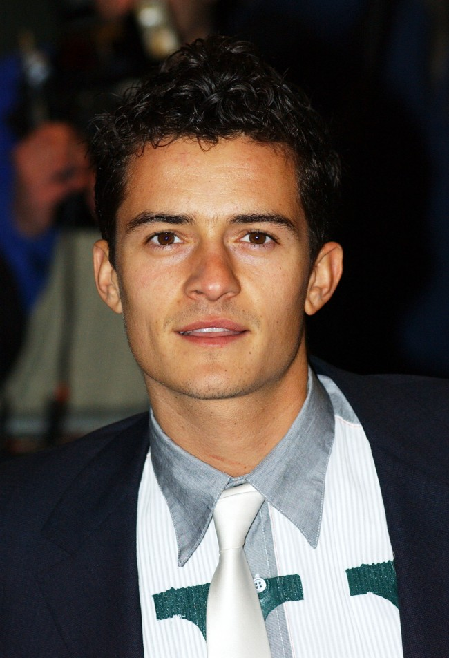 Actor Orlando Bloom arrives for the premiere of 'Black Hawk Down' January 17, 2002 in London.