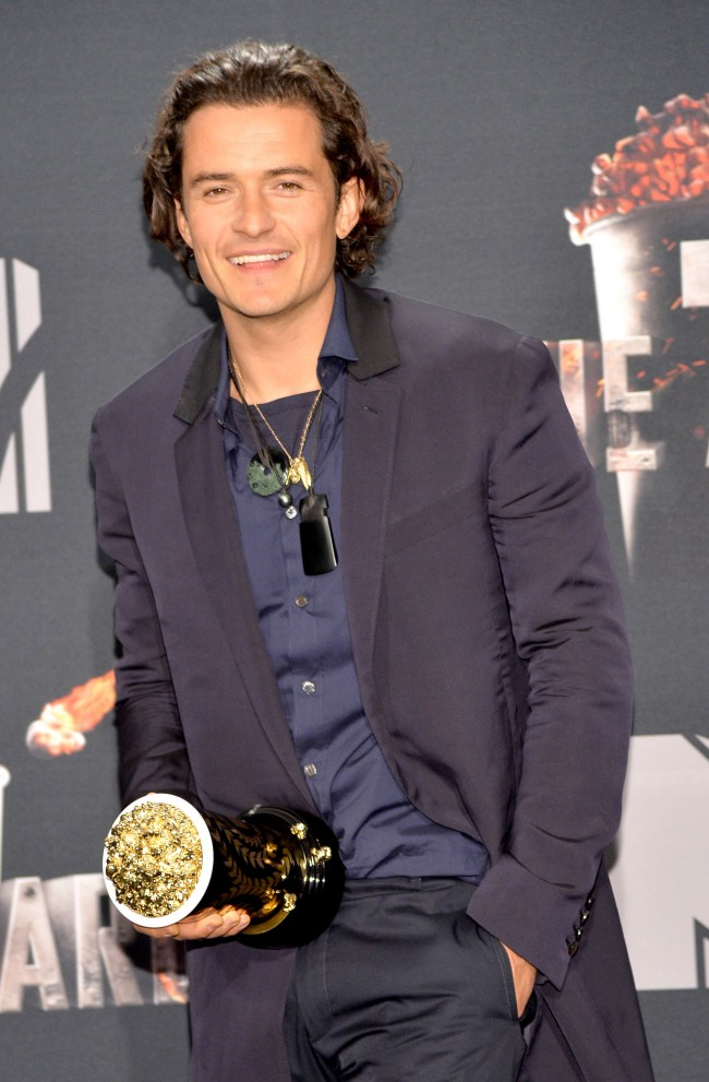 Actor Orlando Bloom poses with the Best Fight award in the press room during the 2014 MTV Movie Awards at Nokia Theatre L.A. Live on April 13, 2014 in Los Angeles, California.