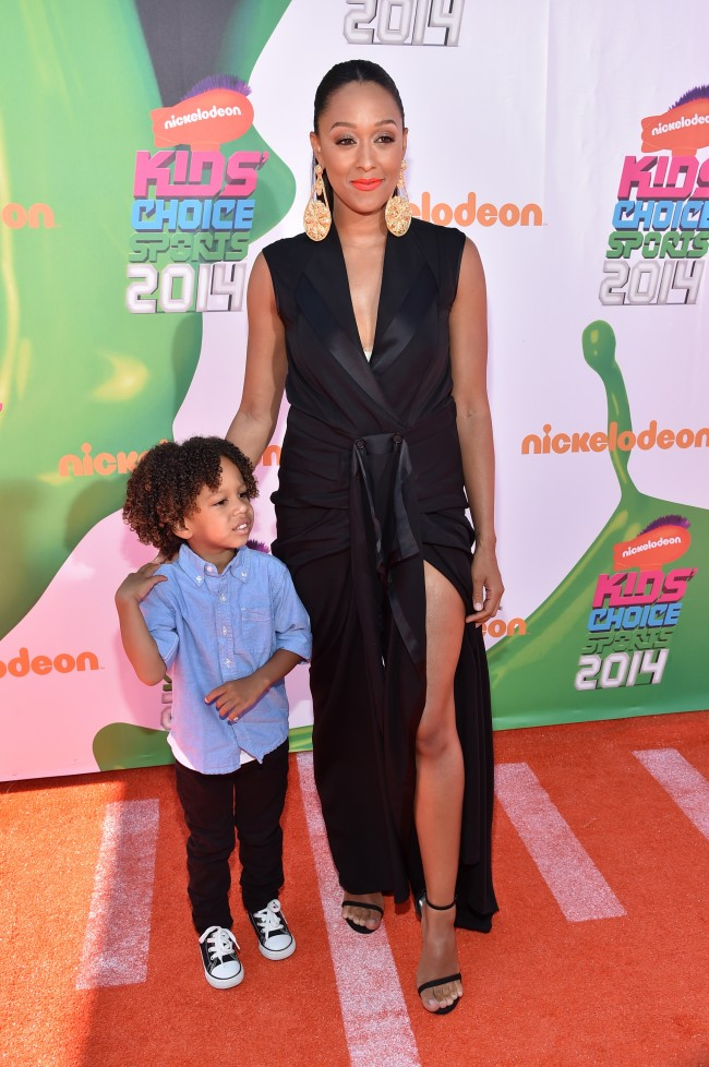 Cree Taylor Hardrict (L) and actress Tia Mowry-Hardrict attend Nickelodeon Kids' Choice Sports Awards 2014 at UCLA's Pauley Pavilion on July 17, 2014 in Los Angeles, California.