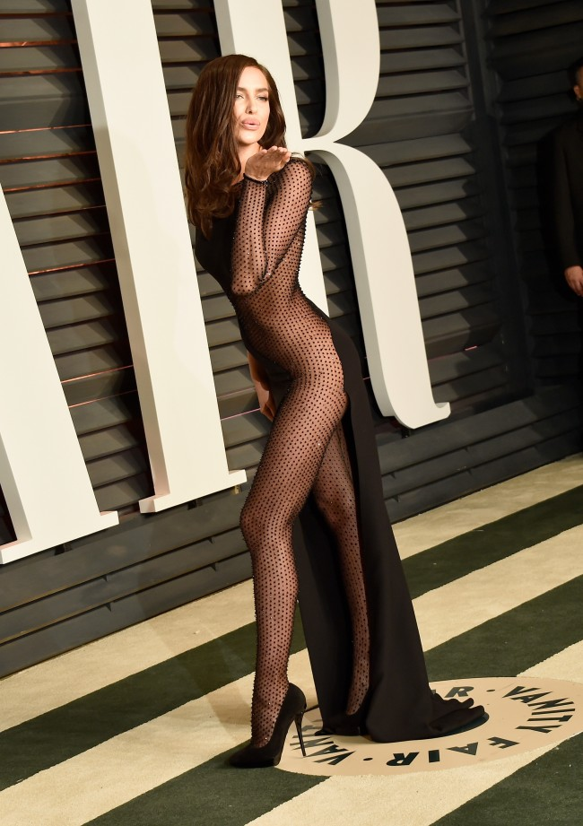 BEVERLY HILLS, CA - FEBRUARY 22: Model Irina Shayk attends the 2015 Vanity Fair Oscar Party hosted by Graydon Carter at Wallis Annenberg Center for the Performing Arts on February 22, 2015 in Beverly Hills, California.