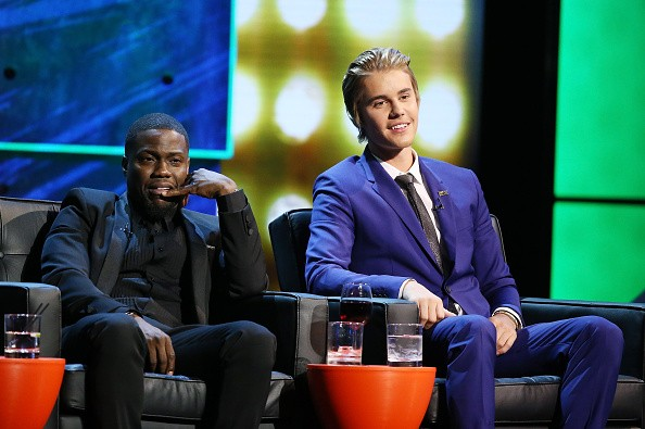 Kevin Hart (L) and Justin Bieber onstage during Comedy Central Roast of Justin Bieber held at Sony Picture Studios on March 14, 2015 in Los Angeles, California.