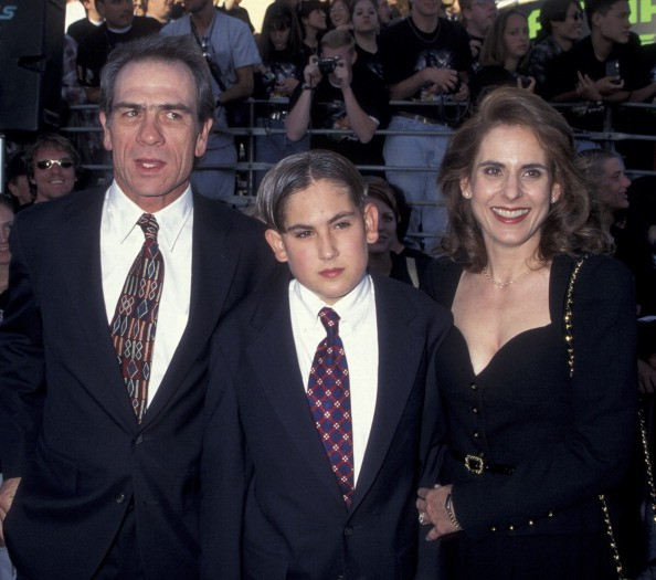 Actor Tommy Lee Jones, wife Kimberlea Jones and son Austin Jones attend the world premiere of 'Batman Forever' on June 9, 1995 at Mann Village Theater in Westwood, California.