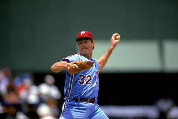 Steve Carlton #32 of the Philadelphia Phillies pitches during the 1986 season MLB game against the San Diego Padres at Jack Murphy Stadium in San Diego, California.