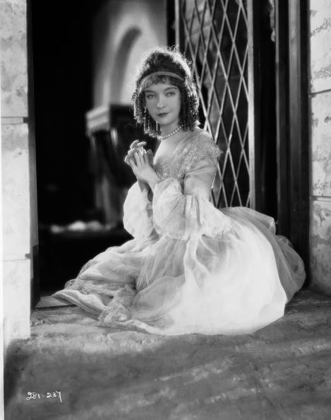 Lillian Gish (1893 - 1993) plays the real-life Scottish heroine of the film 'Annie Laurie', directed by John S Robertson.