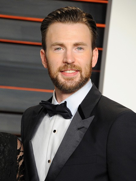 Actor Chris Evans attends the 2016 Vanity Fair Oscar Party hosted By Graydon Carter at Wallis Annenberg Center for the Performing Arts on February 28, 2016 in Beverly Hills, California.