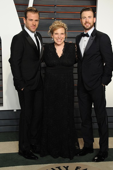 Actors Scott Evans, Carly Evans and Chris Evans attend the 2016 Vanity Fair Oscar Party hosted By Graydon Carter at Wallis Annenberg Center for the Performing Arts on February 28, 2016 in Beverly Hills, California.