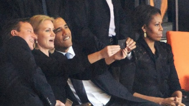 Obama selfie (Source: Roberto Schmidt)