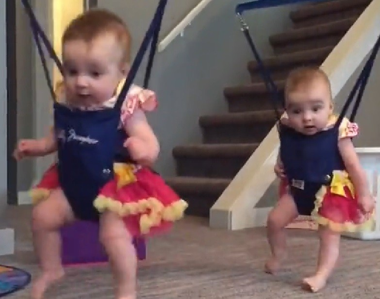 Twin babies adorably perform Irish dance
