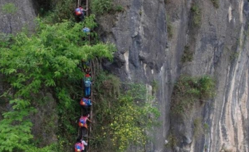 China to replace treacherous 2,625-foot ladder to school with stairs