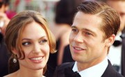 (VIDEO) Angelina Jolie eventually files for divorce from Brad Pitt